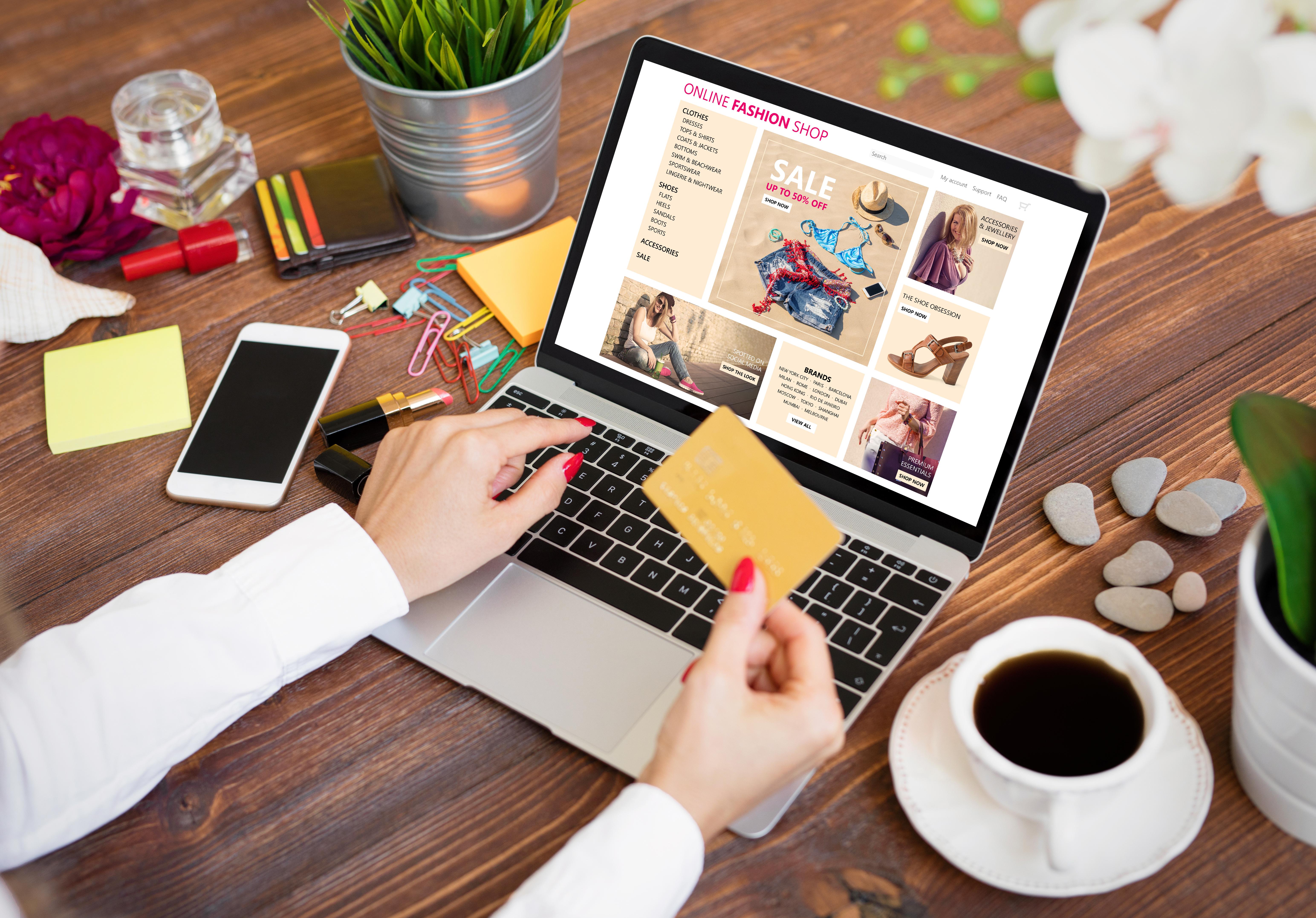Pon en práctica los mejores consejos al comprar ropa en internet